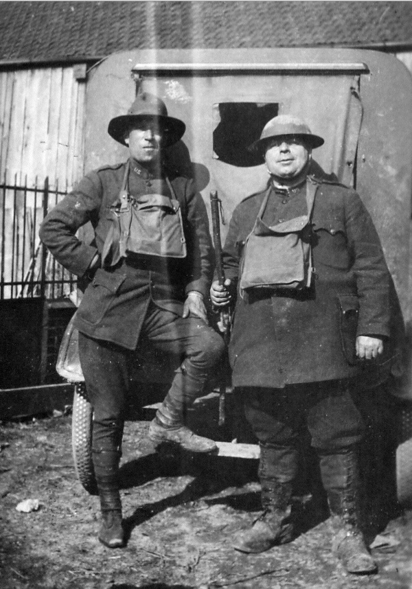 8-levere-and-an-unidentified-us-soldier-or-y-secretary-possibly-his-friend-paul-johnson-pictured-near-the-front-lines-soissons-france-1918